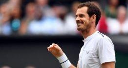 """Andy Murray enfile un diadème et une """"jupe"""" alors qu'il joue à se déguiser avec ses filles"""