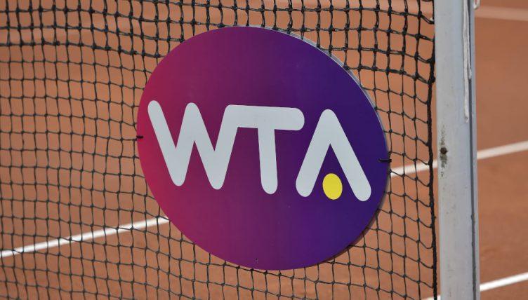 Panneau/logo de la tournée WTA