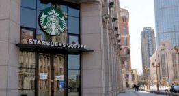 Starbucks prévoit une réouverture complète d'ici juin