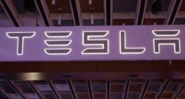 La mise à niveau complète de l'auto-conduite de Tesla pour obtenir l'option d'abonnement