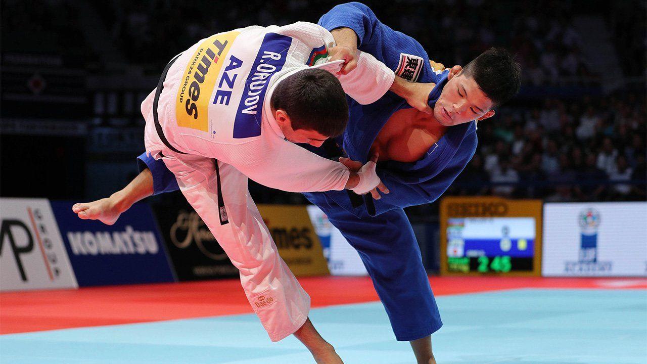 Des pratiquants du judo en compétition officielle