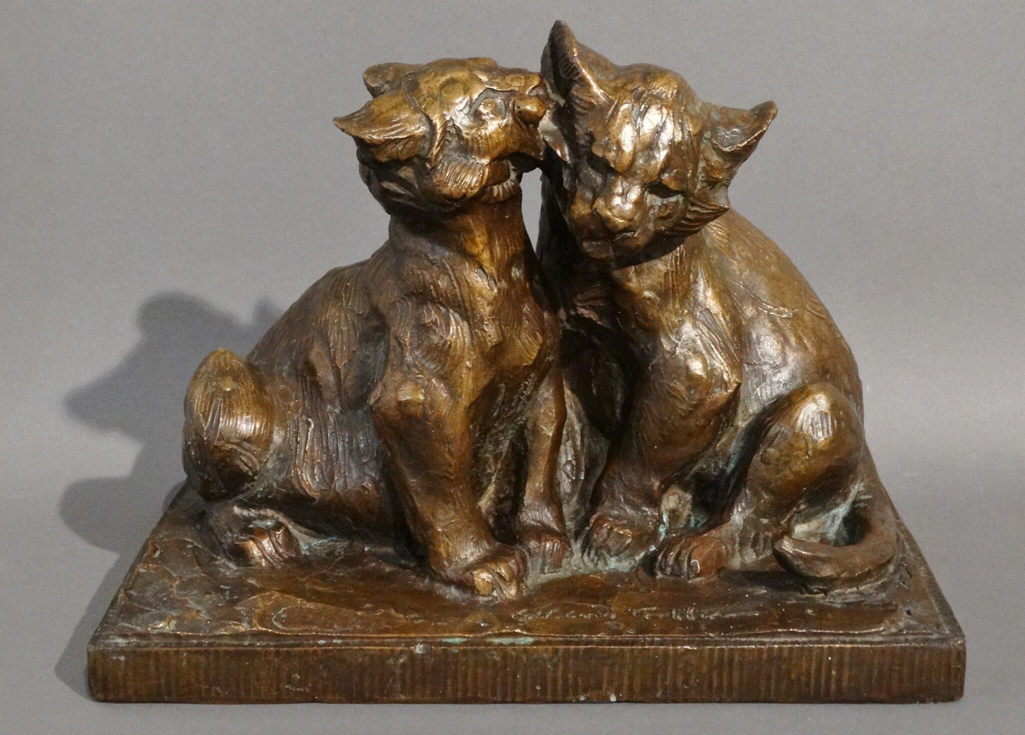 Représentation en bronze des félins