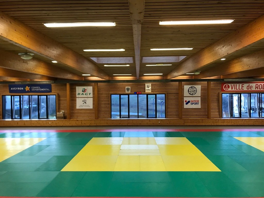 Un dojo bien aéré pour le judo